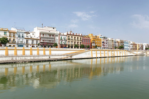 Organiza un viaje en trenes AVE a Sevilla en junio 2018