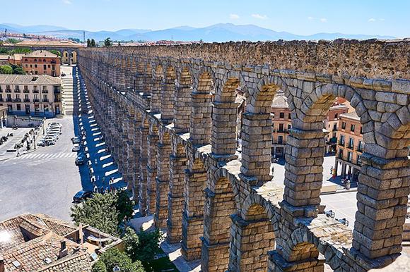 Conoce Segovia en trenes AVE baratos en agosto 2018