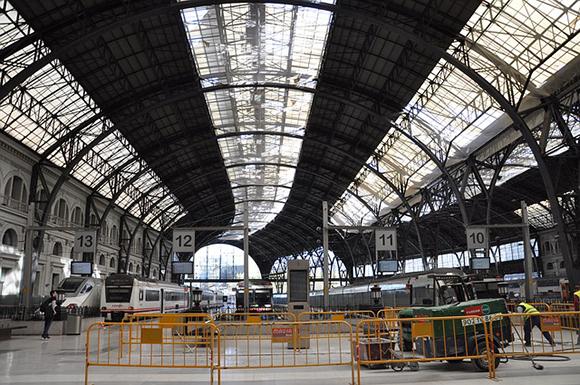 Los españoles optan por viajar en trenes AVE en 2018